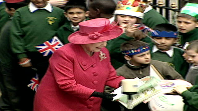 queen's christmas message windsor ext * * following shots have queen's speech voiceover * * high angle shot of queen wearing pink dress on walkabout... - the queen's speech state opening of uk parliament stock videos & royalty-free footage