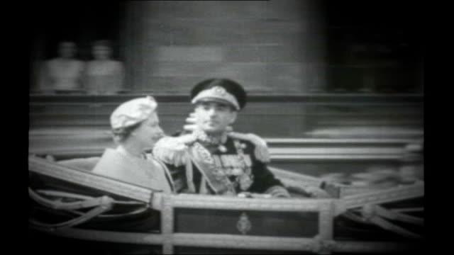 stockvideo's en b-roll-footage met queen's diamond jubilee queen's role as head of the commonwealth x22066001 / tx london the mall queen elizabeth ii along in royal coach next mohammad... - britse rijk