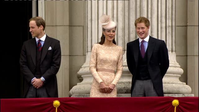 queen's diamond jubilee: southampton cruise ships and fireworks; england: london: buckingham palace: ext queen elizabeth ii arriving on balcony... - diamantenes jubiläum stock-videos und b-roll-filmmaterial