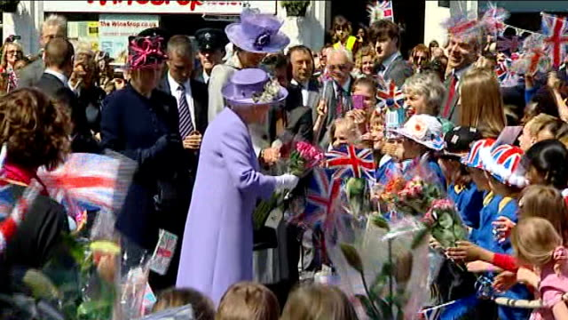 queen's diamond jubilee tour: hitchin market sqaure; queen elizabeth presents certificate to local shopkeepers / queen elizabeth presented with... - diamantenes jubiläum stock-videos und b-roll-filmmaterial