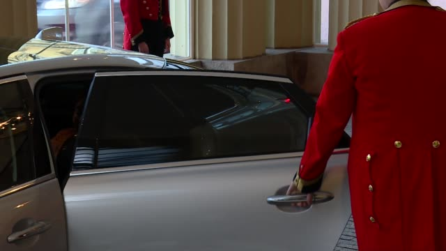 queen's dinner banquet: exterior arrivals; more commonwealth heads of state arriving at buckingham palace for queen's lunch including justin trudeau - state dinner stock videos & royalty-free footage