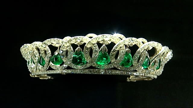 Queen's dresses and jewellery in exhibition at Buckingham Palace Glass cabinet holding jewellery display including Cambridge Emerald Necklace and...