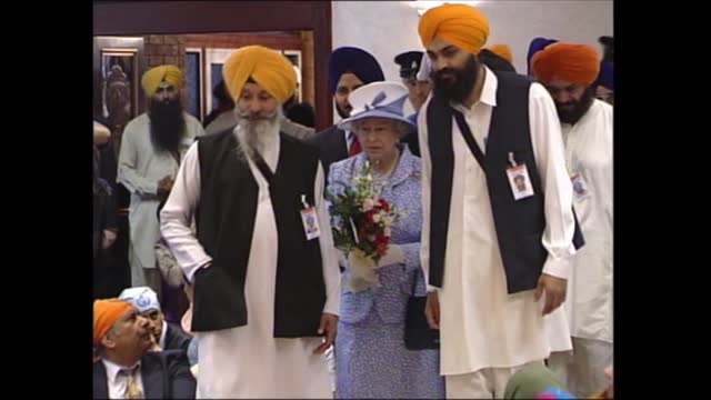 queen's golden jubilee tour: east midlands; england: leicester: sikh gurdhwara temple: int gv members of sikh community seated in temple as ceremony... - moving after stock videos & royalty-free footage