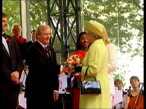 stockvideo's en b-roll-footage met queen's golden jubilee tour/honours list royal lancashire preston ms car carrying queen and prince philip duke of edinburgh along past wellwishers bv... - koningin koninklijk persoon