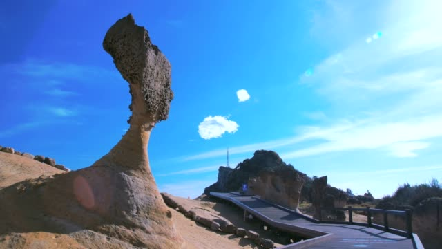 queen's head stone on yehliu geopark, new taipei, taiwan - taipei stock videos & royalty-free footage