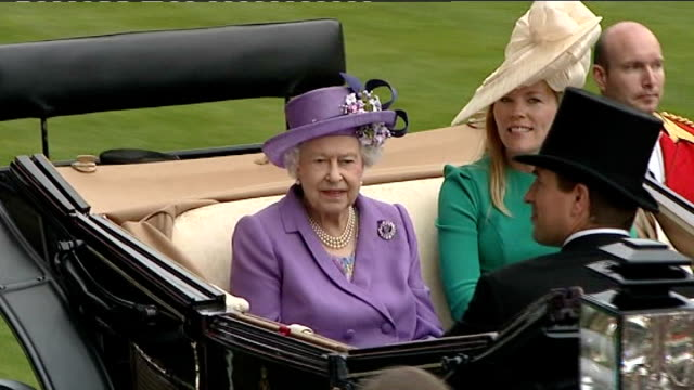 queen's horse 'estimate' wins gold cup england berkshire ascot ext queen elizabeth seated in opentop horsedrawn carriage autumn phillips and grandson... - queen royal person stock videos & royalty-free footage