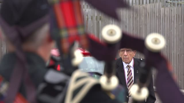 queen's piper leads tributes to soldiers caught up in 'forgotten dunkirk'; scotland: forres: ext private donald smith stands and salutes as pipers... - bagpipes stock videos & royalty-free footage