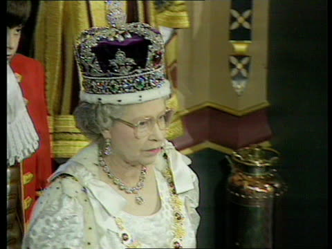 queen's speech 1991 england london westminster queen elizabeth ii waving from irish state coach tgv procession along tms queen gets out of carriage... - the queen's speech state opening of uk parliament stock-videos und b-roll-filmmaterial