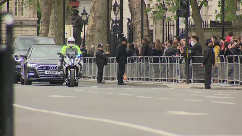 stockvideo's en b-roll-footage met carriage gate arrivals; england: london: westminster: parliament square: ext gvs of union jack flags / victoria tower flying union flag / union flags... - victoria tower