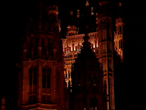 measures itn palace of westminster - thronrede britische parlamentseröffnung stock-videos und b-roll-filmmaterial