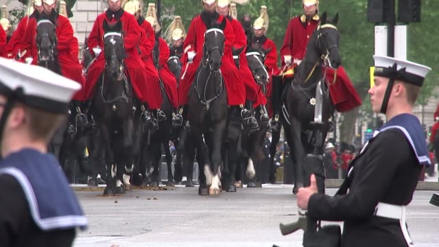 queen's speech royal coaches mounted police along / household cavalry along / diamond jubilee state coach along past containing queen elizabeth ii... - the queen's speech state opening of uk parliament stock videos & royalty-free footage
