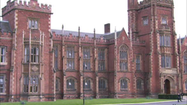 vídeos de stock e filmes b-roll de queens university belfast, northern ireland - belfast