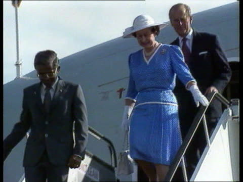 queen's visit day 1 singapore changi international airport british airways tristar aircraft taxiing along past staircase tms red carpet being shifted... - founder stock videos and b-roll footage