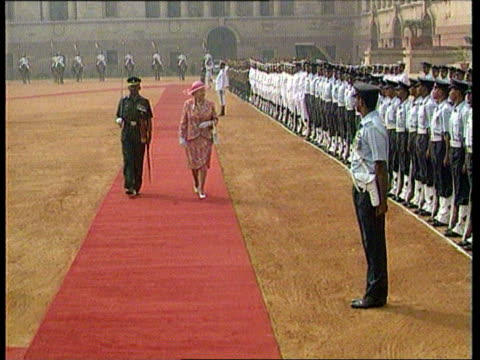 queen's visit dilomatic row c4n delhi lms queen elizabeth ii along red carpet as inspecting guard of honour press taking pix queen and prince philip... - visit stock videos & royalty-free footage