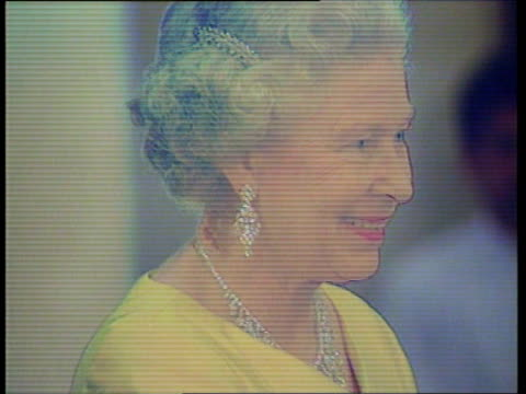 vidéos et rushes de dilomatic row; uk pool queen elizabeth ii walks towards with prince philip as military band behind cms queen queen shakes day robin cook mp watching... - robin day