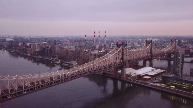 vídeos de stock, filmes e b-roll de queensboro bridge aerial sunset - queens new york city