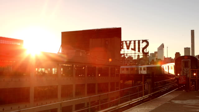 Queensboro Plaza U-Bahn Ankunft in New York City