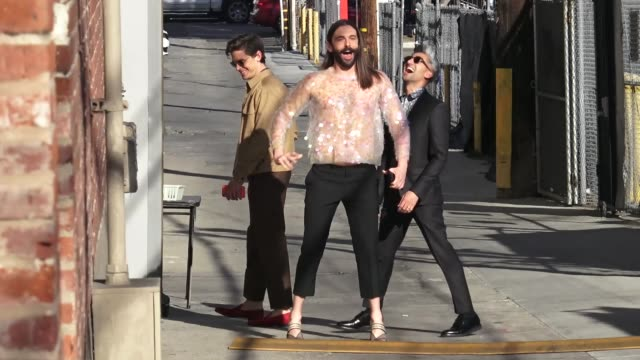 vídeos de stock, filmes e b-roll de queer eye cast members antoni porowski, jonathan van ness, karamo brown, & tan france arrive at jimmy kimmel live in hollywood in celebrity sightings... - karamo brown