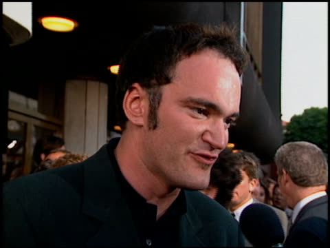 stockvideo's en b-roll-footage met quentin tarantino at the 'desperado' premiere on august 21 1995 - 1995