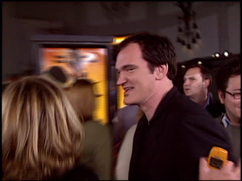 quentin tarantino at the 'kill bill' premiere at grauman's chinese theatre in hollywood, california on september 29, 2003. - teatro cinese tcl video stock e b–roll