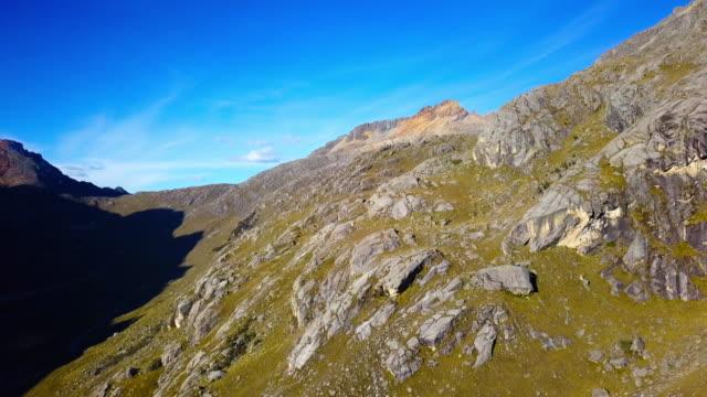 querococha valley, ancash, perù. - peruviano video stock e b–roll