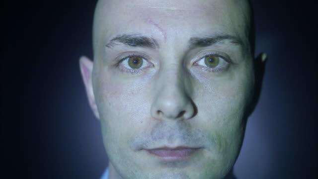 vídeos y material grabado en eventos de stock de question mark projected on a man´s face, sweden. - signo de puntuación