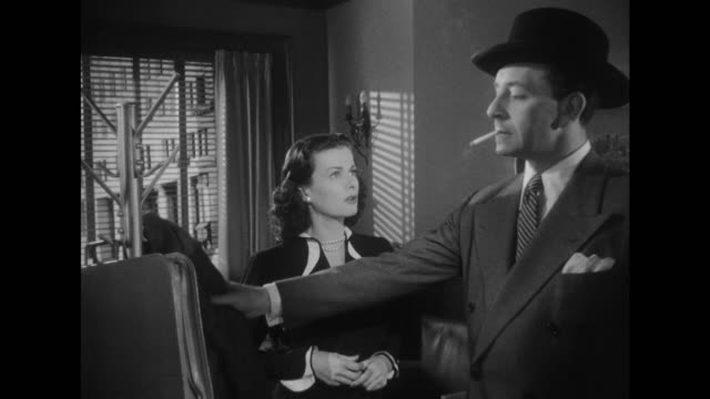 vidéos et rushes de 1948 questioning secretary greets her boss closely sensing something is different - point d'interrogation