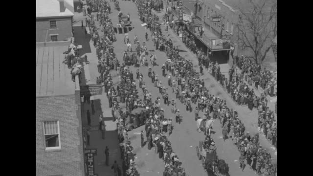 quick cast of dodge city movie dressed in cowboy hats and boots on railroad platform smiling and waving / looking down on parade of movie cast,... - cowboy hat stock videos & royalty-free footage