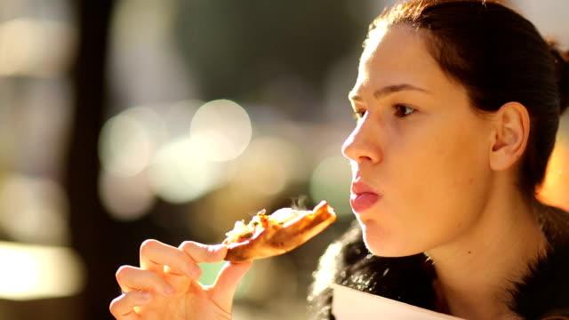 vídeos de stock e filmes b-roll de comida rápida - prontidão