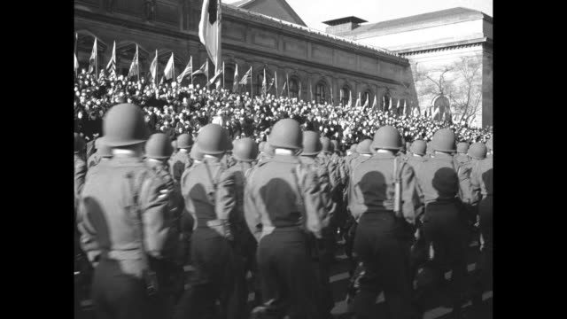 quick shot parade spectators crowd sidewalks / soldier standing in open gun turret of sherman tank as it passes crowd and reviewing stand with... - 装甲車点の映像素材/bロール