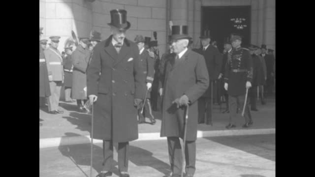 "vídeos y material grabado en eventos de stock de quick shot title card: ""lord willingdon is white house guest -canada's governor general is greeted by secretary kellogg on his arrival in washington""... - sombrero de copa"