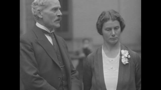 british premier voices thanks washington ramsay macdonald poses with ishbel sir esme and lady howard / l to r lady isabella howard british prime... - looking at camera stock videos & royalty-free footage