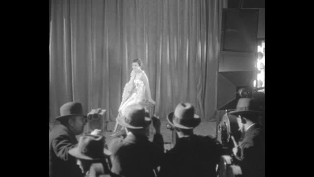 """stockvideo's en b-roll-footage met """"modern venus to visit america, paris, france - miss europe nee alice diplarakou of greece discloses her plans in interview"""" / as men crank their... - avondjurk"""