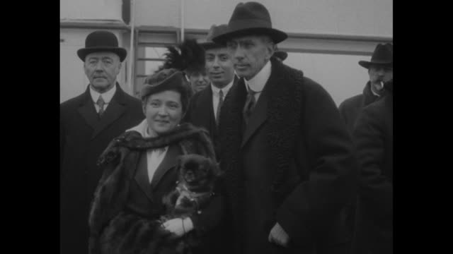 """vídeos de stock e filmes b-roll de """"new york city - brand whitlock, us envoy to belgium, returns home with his wife, greatly aged by the appearance of war"""" / ambassador brand whitlock... - cão miniatura"""
