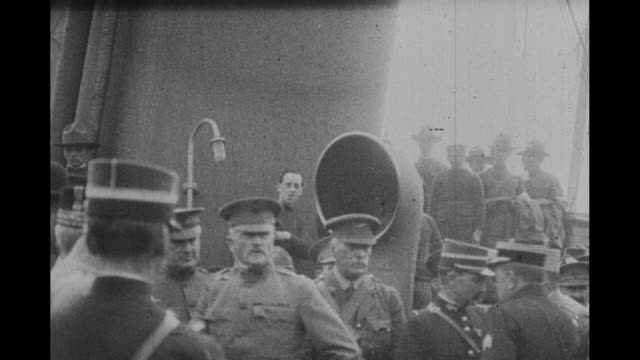 vídeos de stock e filmes b-roll de men with whom he will fight came aboard to greet him / us gen john j pershing of the american expeditionary forces aboard ship with several british... - oficial posto militar