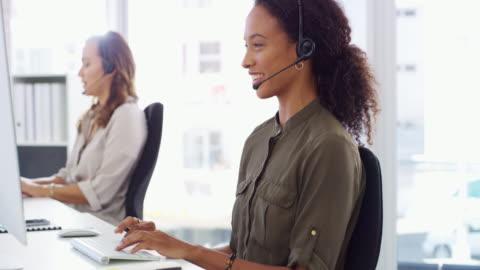 vídeos y material grabado en eventos de stock de rápido para responder y resolver la consulta - centro de llamadas