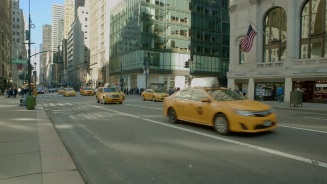quick zoom out new york city fifth avenue traffic - yellow taxi stock videos and b-roll footage