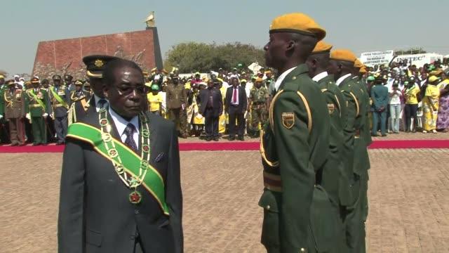 a quien no le guste el resultado de la eleccion puede ahorcarse desafio robert mugabe presidente de zimbabue quien a los 89 anos 33 en el poder... - desafio stock videos and b-roll footage