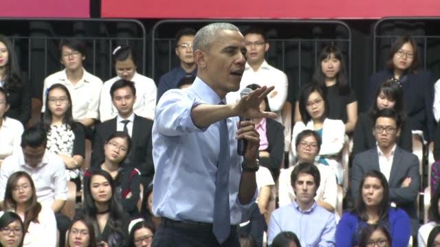 quiero decirle que es muy buenmozo declaro un joven vietnamita al presidente de estados unidos barack obama durante un encuentro entre el mandatario... - música stock videos & royalty-free footage