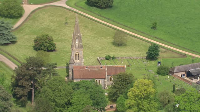 vídeos de stock e filmes b-roll de a quiet corner of rural berkshire is to play host to the society wedding of the year as pippa middleton is to marry her hedge fund manager fiance... - berkshire inglaterra