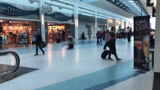 quiet day at jia christmas day at jacksonville international airport - jacksonville florida video stock e b–roll
