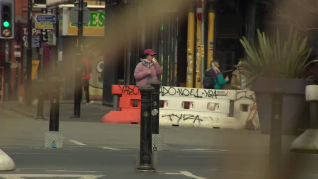 quiet manchester street scenes during coronavirus lockdown - extreme sports stock videos & royalty-free footage