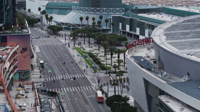 stockvideo's en b-roll-footage met quiet streets by the staples center in los angeles during 2020 covid-19 lockdown - lockdown