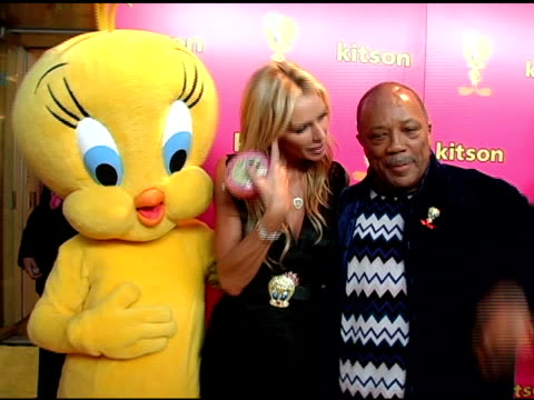 quincy jones and kimberly hefner at the launch of 'tweety' collection by warner brothers consumer products on may 10, 2005. - quincy jones stock-videos und b-roll-filmmaterial