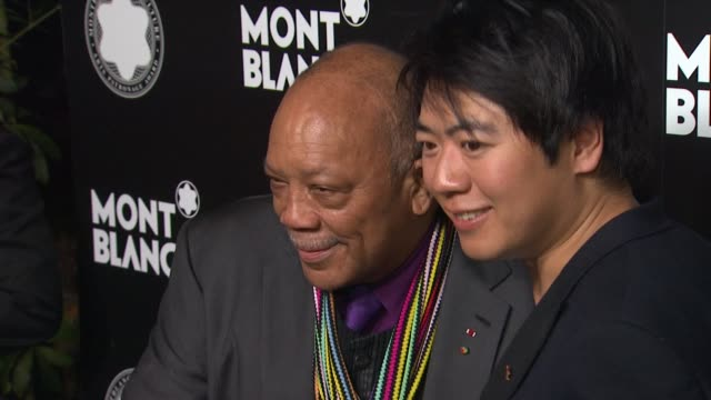 stockvideo's en b-roll-footage met quincy jones and yang yang at montblanc honors quincy jones at the montblanc de la culture arts patronage awards ceremony on 10/02/12 in los angeles... - arts culture and entertainment