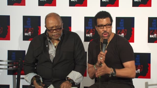 quincy jones , lionel richie on being a part of the we are the world 25th anniversary recording for haitian earthquake relief at the we are the world... - ライオネル・リッチー点の映像素材/bロール