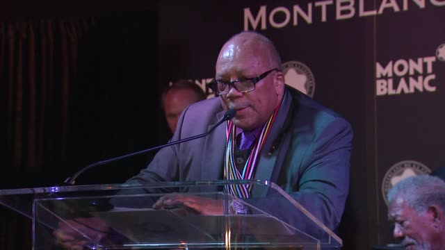 stockvideo's en b-roll-footage met quincy jones on being honored by montblanc at montblanc honors quincy jones at the montblanc de la culture arts patronage awards ceremony on 10/02/12... - arts culture and entertainment