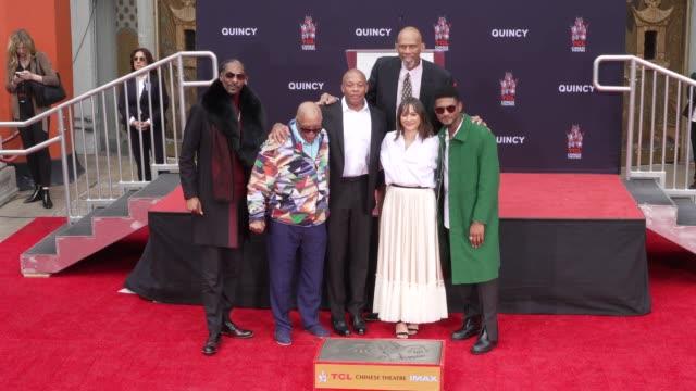 Quincy Jones Rashida Jones Snoop Dogg Dr Dre Kareem AbdulJabbar Usher at Quincy Jones Hand And Footprint Ceremony in Los Angeles CA