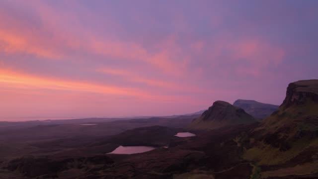 quiraing viewpoint , at sunrise 4k time-lapse ,scotland - scozia video stock e b–roll