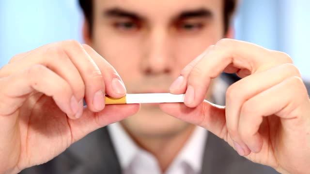 mit dem rauchen aufhören - smoking stock-videos und b-roll-filmmaterial